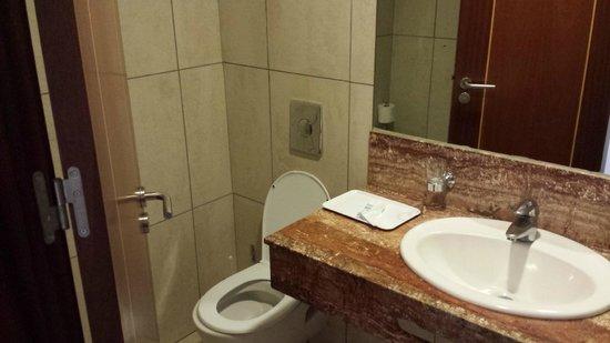 ClubHotel Riu Buena Vista: La toute petite salle de bain