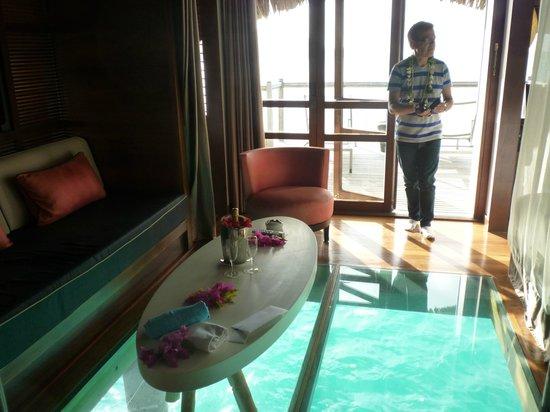 Le Meridien Bora Bora: Bungalow pilotis premium et plancher en verre