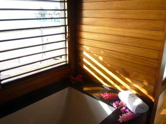 Le Meridien Bora Bora: Petit aperçu de la salle de bains