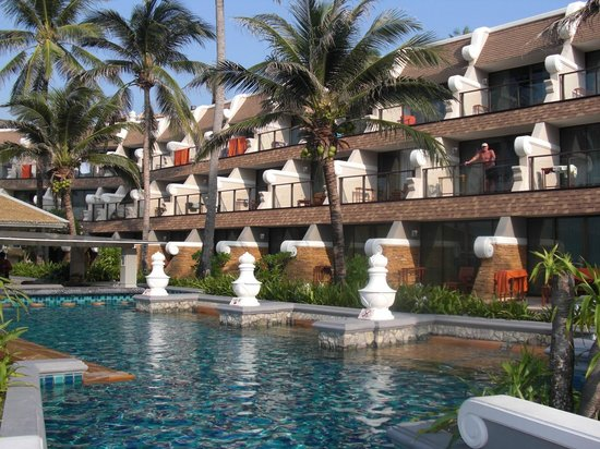 Beyond Resort Karon : Pool and the rooms