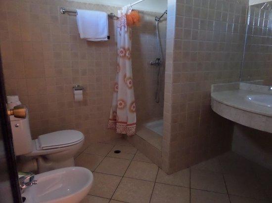 Hotel Club Al Moggar : quelques carreaux pour la piscine