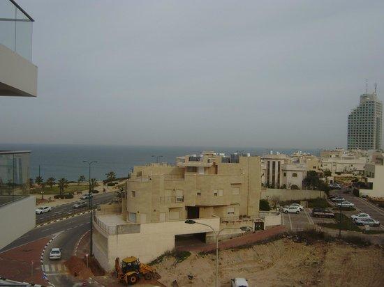 Ramada Hotel and Suites Netanya: Вид  из номер