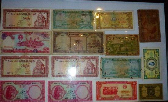 Bopha Angkor Restaurant, la collection des billets de banques anciens