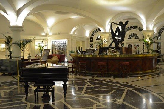 The Phoenicia Malta : The hotel bar
