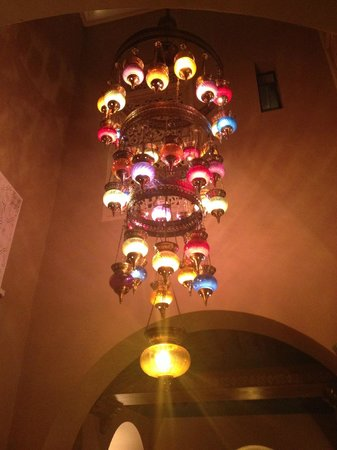 Riad Camilia: Lamp in the dining-room