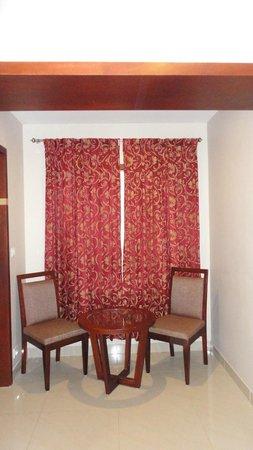 Pleasant Inn Pondicherry: Seating area