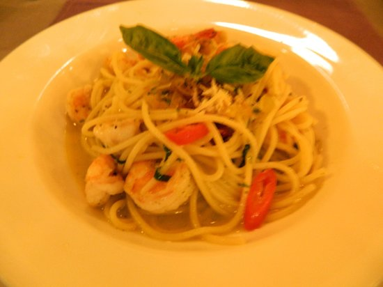 Kayu Manis: Pasta with shrimp and chili