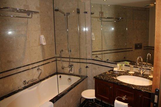 Lindner Hotel & Residence Main Plaza: Ванна