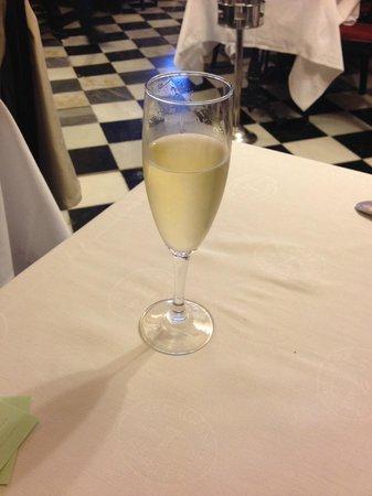 Gran Hotel Princesa Sofia: カターニャ地方名産CAVAワイン