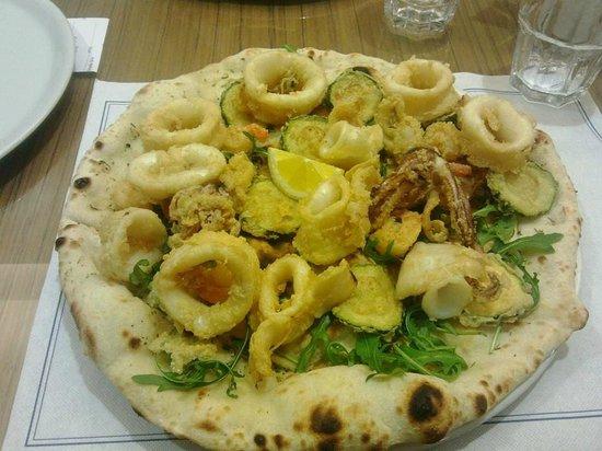 Frittura di pesce su stria picture of pizzeria la mediterranea formigine tripadvisor - La mediterranea ...