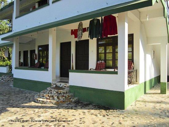 Heaven Goa Guesthouse: Room entrance
