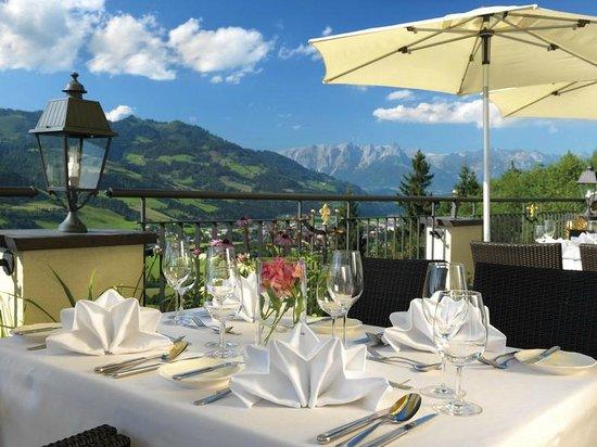 Hotel AlpenSchlössl: Sonnenterrasse mit Rundum-Panoramablick