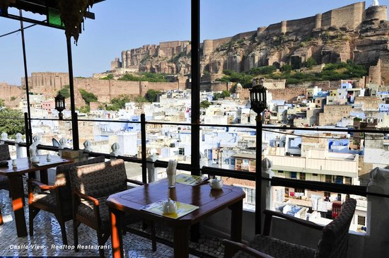 Castle View Home Stay: Rooftop restaurant