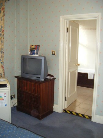 The Gainsborough Hotel: Old tv needs updating