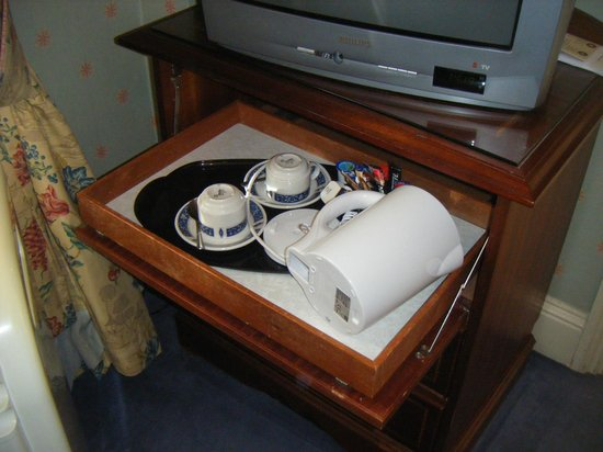 The Gainsborough Hotel : Tea/coffee tray on shelf in cupboard under tv - took us a while to find it
