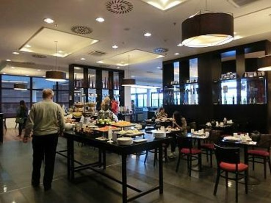 Courtyard by Marriott Prague Airport: 朝食1