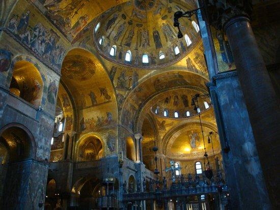 Basílica de San Marcos: 素晴らしい内部のモザイク画
