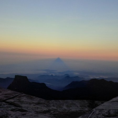 Nallathanniya, Srí Lanka: The mystical shadow of Adam's Peak