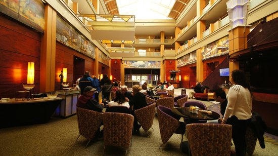 Pier 5 Hotel: Lobby during chocolate event