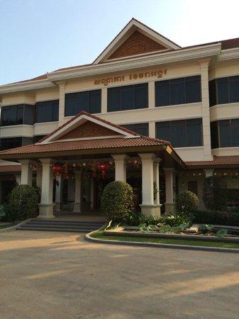 Khemara Angkor Hotel & Spa : Front of hotel