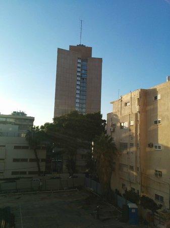 Hotel Prima City, Tel Aviv : View on the right