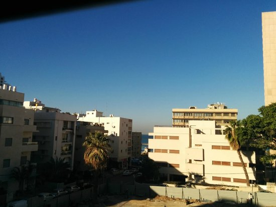 Hotel Prima City Tel Aviv: View on the left