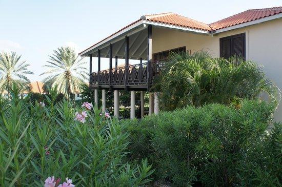 Blue Bay Lodges - Sunny Curacao: gezicht op villa