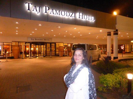 Taj Pamodzi Hotel: my wife outside the main entrance of the hotel