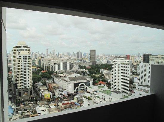 Baiyoke Suite Hotel: вид из окна