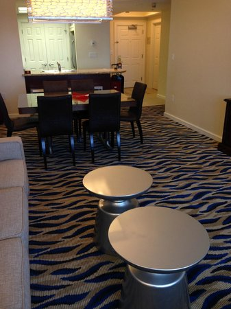 Marriott's BeachPlace Towers: Dining Area & Kitchen