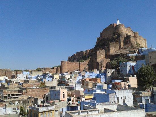 Singhvi's Haveli: Vue sur le fort depuis la terrasse sur le toit