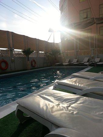 Arabian Courtyard Hotel & Spa: piscina