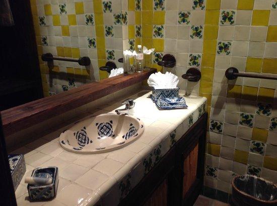 Posada de las Flores Loreto: Lavabo con azulejos