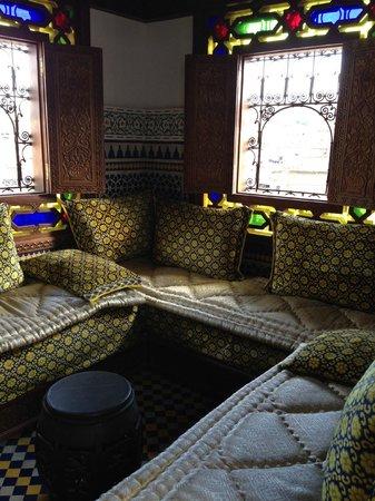 Riad Rcif : lounge area on terrace
