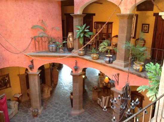 Posada de las Flores Loreto : Patio interno sul quale si affacciano le camere