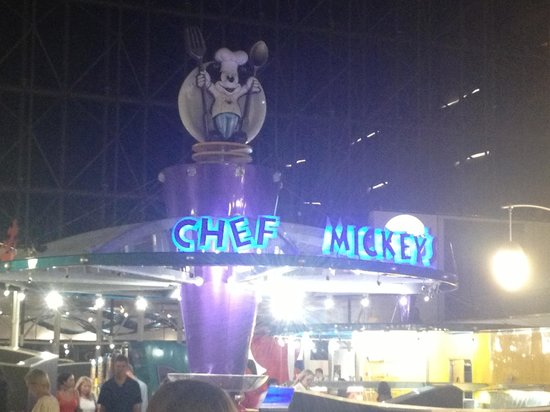 Chef Mickey's: Outside restaurant