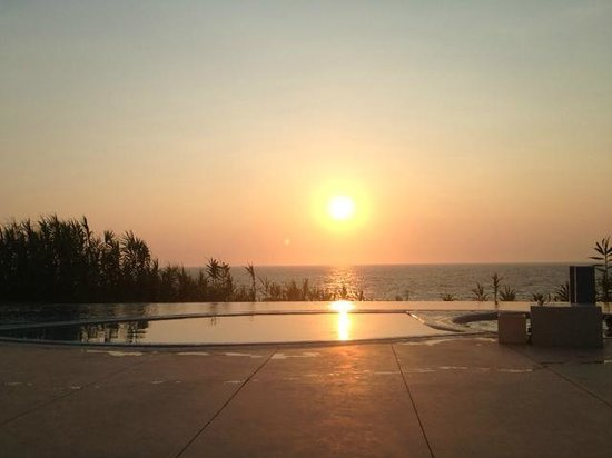 Mare Dei Ionian Hotel & Resort : Sunset from the pool bar