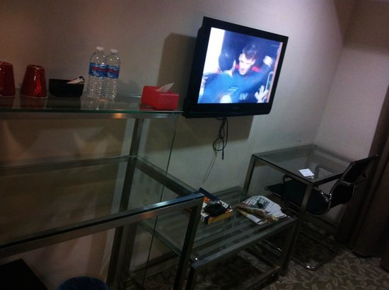 Nouvelle Hotel Johor: Deco all glass type. Flat screen TV