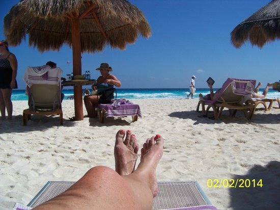 Paradisus Cancun : Warm sun, cool sand.  How do they do that?