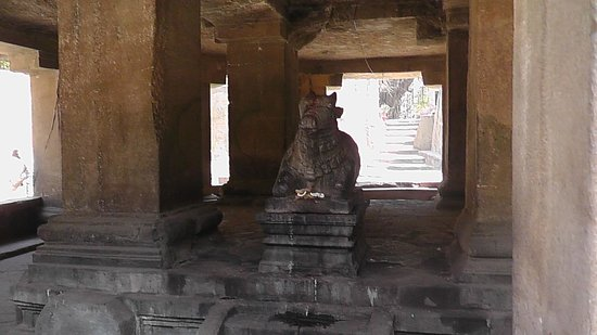 Pataleshwar Cave Temple : Nandi in front of the temple