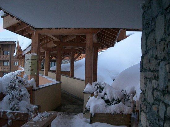 Residence CGH Le Village de Lessy : Passage couvert Bat C à F