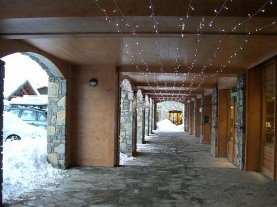 Residence CGH Le Village de Lessy : Commerces