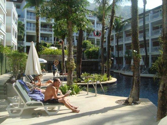 Sunset Beach Resort: pool area