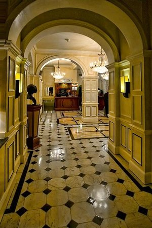 The Goring: Hotel lobby