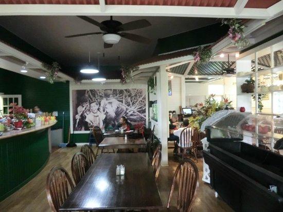 Poipu Tropical Burgers : inside