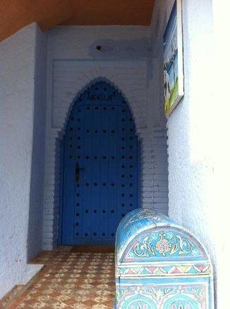 Dar Echchaouen : hotel hallway