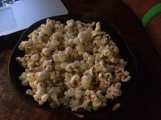Yibba Yabba Sports Bar & Diner: Stunning free popcorn!!