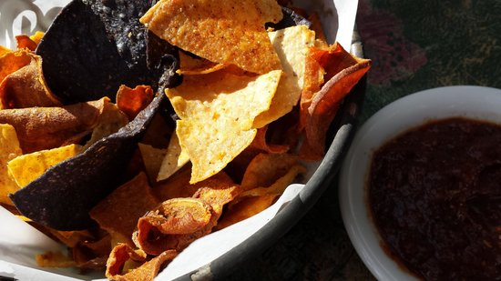 Canyon Cafe: excellent chips served before the meal
