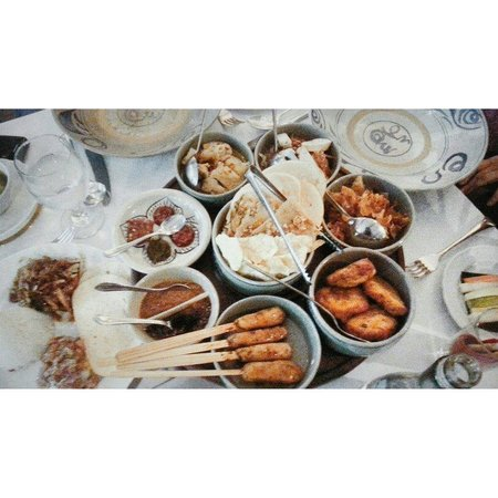 Oasis Restaurant: Lazy Susan set