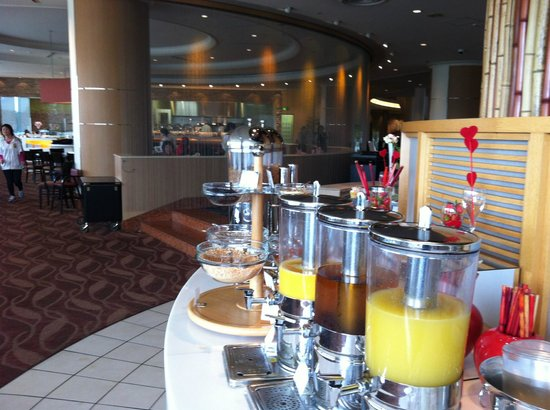 Terrace restaurant breakfast buffet drinks picture of for Breakfast terrace